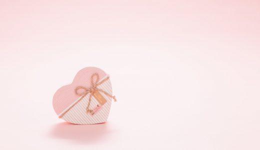 プレゼントする  例文(1)  Compre un regalo para mi madre.