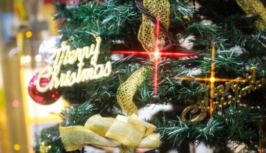 クリスマスに関する表現  例文(1)  ?Como decoraremos el arbol de Navidad?