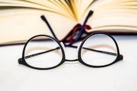 眼鏡をかける  例文(1)  Llevo gafas generalmente.