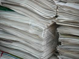 消費する  例文(2)  El consumo de papel esta disminuyendo.